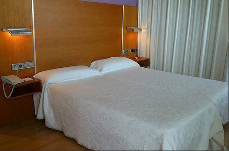 Quarto hotel city house marsol candás